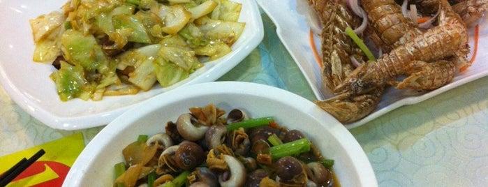 老地方海鲜大排档 is one of Locais curtidos por Shank.