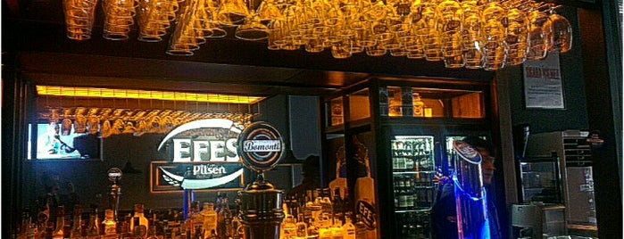 Maschera Efes Beer Cafe & Bistro is one of Lieux sauvegardés par Emrah.