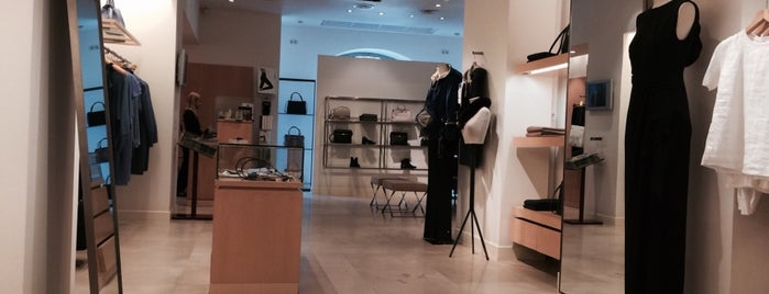 Max Mara is one of Ekaterinaさんのお気に入りスポット.