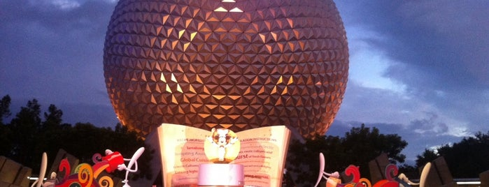 Epcot International Food & Wine Festival is one of Tempat yang Disukai Annette.