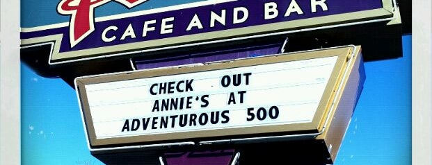 Annie's Cafe & Bar is one of สถานที่ที่ Andrea ถูกใจ.