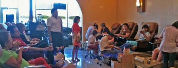 Ds Therapy Nails And Spa is one of Beverlyさんのお気に入りスポット.