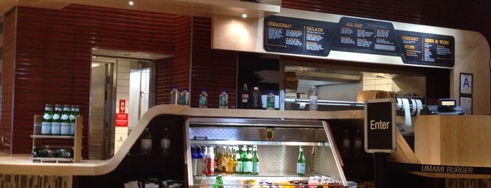 Umami Burger is one of Best airport restaurants.