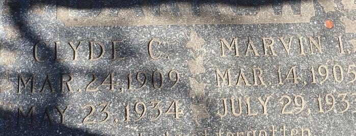 Clyde Barrow Gravesite is one of Photog Peter'in Beğendiği Mekanlar.