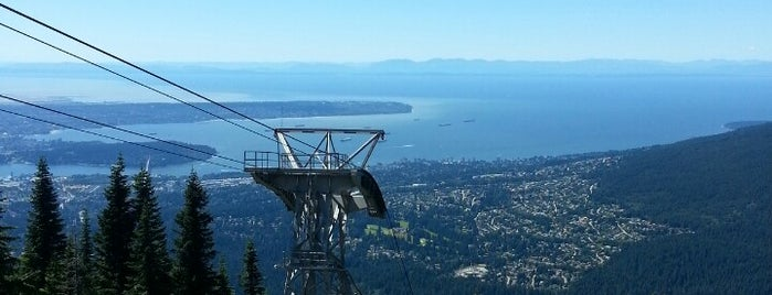 Top of Grouse Grind is one of Lugares favoritos de Moe.