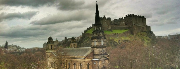 Edinburgh is one of Tempat yang Disukai Lisa.
