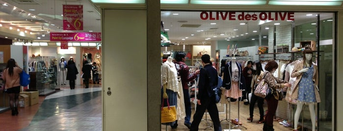 OLIVE des OLIVE is one of Posti che sono piaciuti a Manuela.