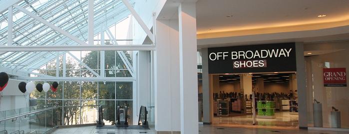Off Broadway Shoe Warehouse is one of Lisa : понравившиеся места.