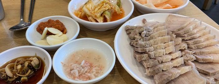 평양면옥 is one of Sung Hanさんのお気に入りスポット.