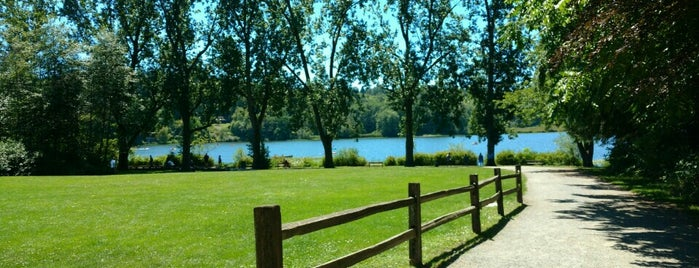 Deer Lake Park is one of Victoria-starさんのお気に入りスポット.