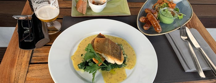 Henny's Restaurant & Events is one of Posti che sono piaciuti a Travelcheats.