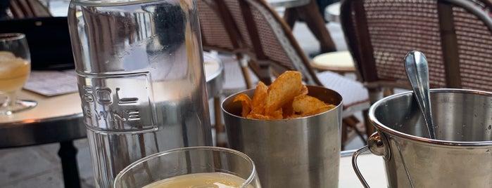 Café de la Mairie is one of French Restaurants.