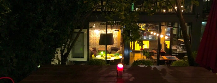 Kirpi Cafe & Restaurant is one of Lieux qui ont plu à Demet.