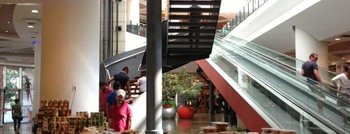 Centro Commerciale Porto Bolaro is one of Posti che sono piaciuti a Antonino.