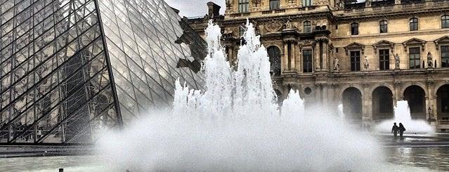 Pyramide du Louvre is one of Paris.