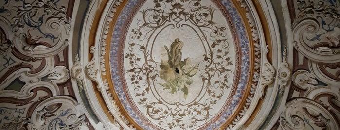 Villa Signorini is one of Posti che sono piaciuti a Tom.