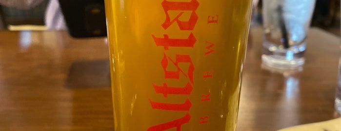 Altstadt Brewing is one of Lugares favoritos de Rita.