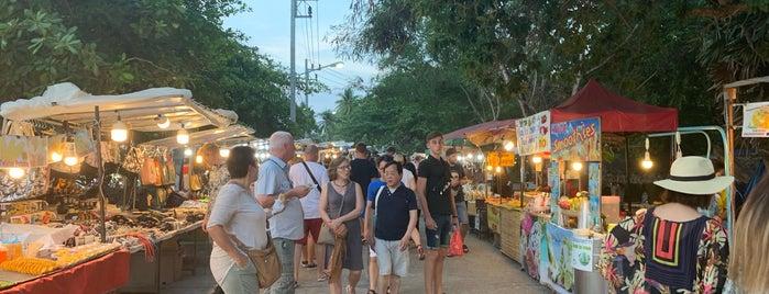 Bophut beach Night Market is one of สถานที่ที่ Riann ถูกใจ.