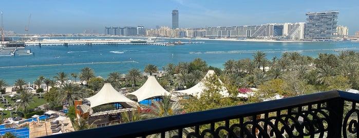 The Westin Dubai Mina Seyahi Beach Resort & Marina is one of B'ın Beğendiği Mekanlar.