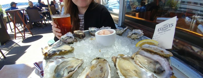 Elliott's Oyster House is one of B's Seattle.