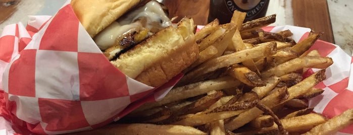 Li'l Woody's is one of A State-by-State Guide to America's Best Fries.