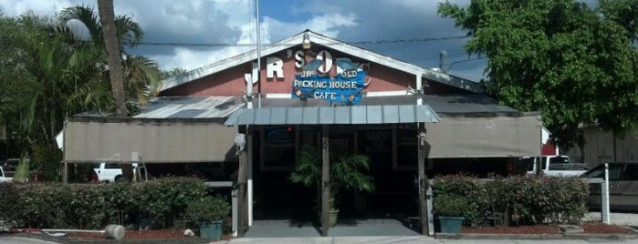 J.R's Old Packinghouse Café is one of Tempat yang Disukai Michael.