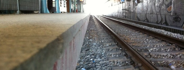 Pentelis Suburban Rail Station is one of สถานที่ที่ Spiridoula ถูกใจ.