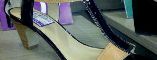 DSW Designer Shoe Warehouse is one of Lugares favoritos de miroslaba.