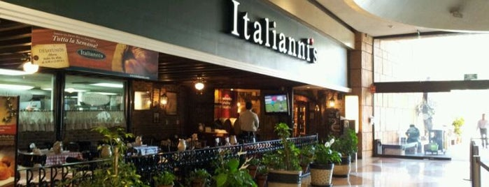 Italianni's Pizza, Pasta & Vino is one of Tempat yang Disukai Paola.
