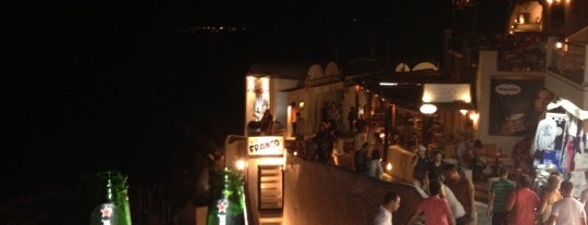 Tropical is one of Santorin's nightlife.