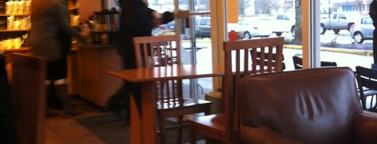Starbucks is one of Tempat yang Disukai Darcy.