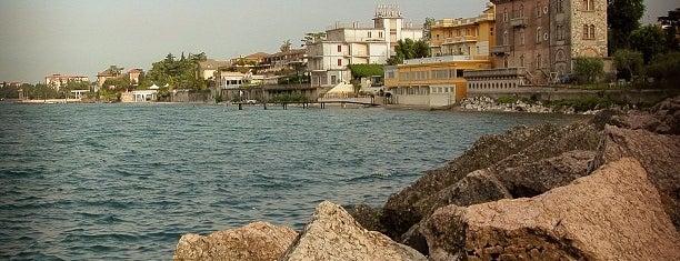 Lungolago di Desenzano Del Garda is one of สถานที่ที่ Lisa ถูกใจ.