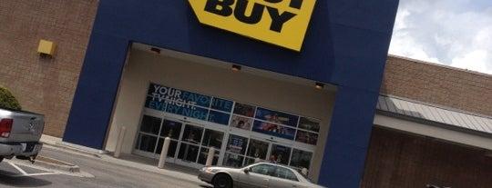 Best Buy is one of Orte, die Charles gefallen.