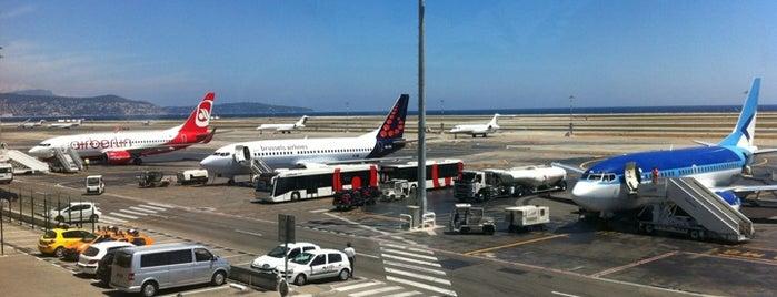 Aeropuerto Internacional de Niza-Costa Azul (NCE) is one of Lugares favoritos de Aptraveler.