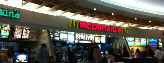McDonald's is one of Locais curtidos por Lindsaye.