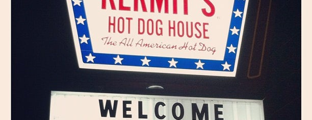 Kermit's Hot Dog House is one of Hot Dogs 2.