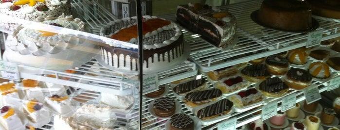 Panadería & Pastelería Bonpan is one of Lugares favoritos de Cesar.