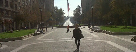 Paseo Bulnes is one of Santiago en 100 lugares.