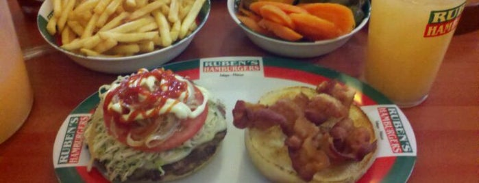 Ruben's Hamburgers is one of Lugares favoritos de Dalila.