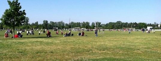 Lakeshore Youth Soccer Complex is one of Lyndsay 님이 좋아한 장소.