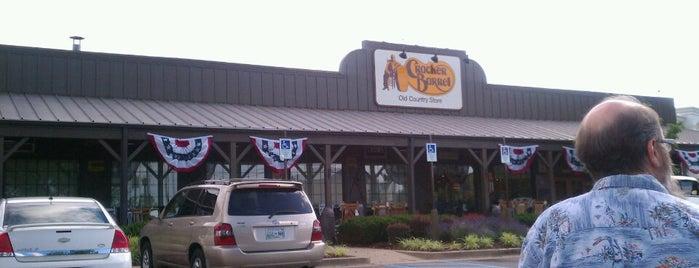 Cracker Barrel Old Country Store is one of สถานที่ที่ Bev ถูกใจ.