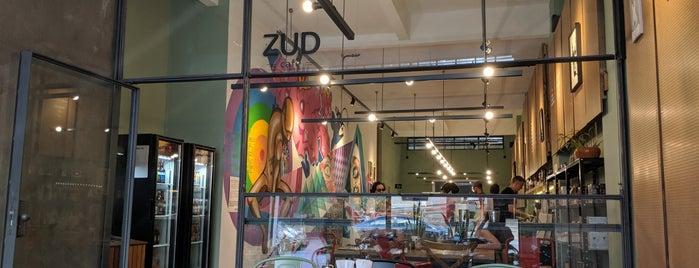 Zud Café is one of Lieux qui ont plu à Julia.