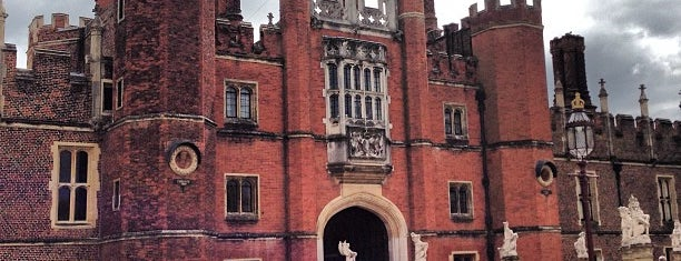 Hampton Court Palace is one of London Cultural.