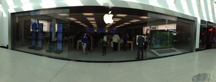 Apple Towson Town Center is one of Tempat yang Disukai Alberto J S.