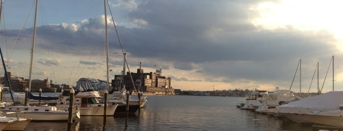 Baltimore's Waterfront Promenade is one of Lugares favoritos de Askia.