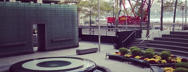 Vietnam Veterans Memorial Plaza is one of NYC: FiDi.