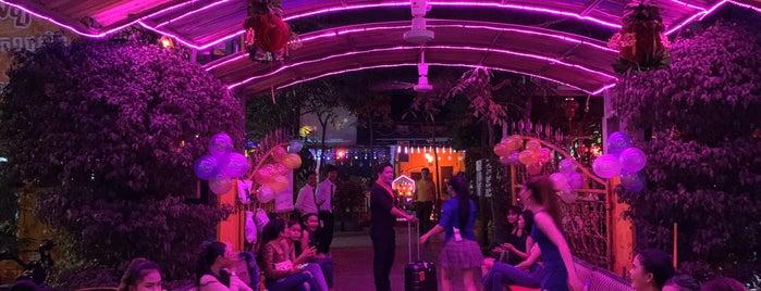 Siem Reap | ក្រុងសៀមរាប is one of Locais curtidos por Camila B.