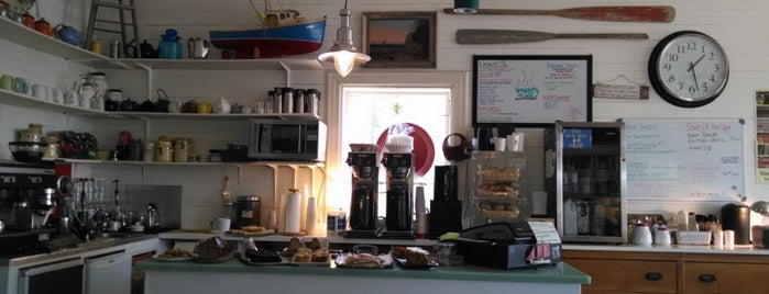 Island Arts Coffee is one of Tempat yang Disukai Martin.
