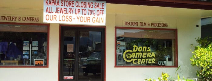 Don's Camera Center is one of Lugares favoritos de Bob.