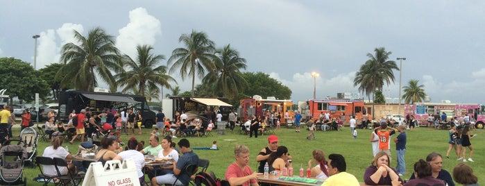 Halouver Beach Food Trucks On The Bay is one of Mia Miami.